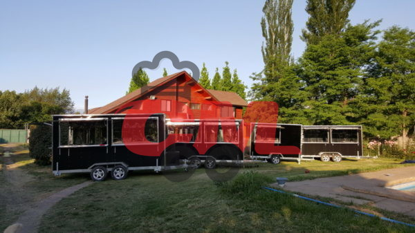 Presentación de carros de comida de 4 metros de color negro.