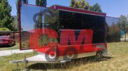 Foodtruck de 3 metros de largo, color rojo y apertura frontal para vitrina.